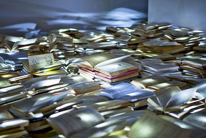 10.000 leuchtende Bücher fluten Melbournes Straßen