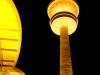 Hamburgs Fernsehturm erstrahlt in goldenem Licht - zum 50sten Jubiläum der Goldenen Kamera
