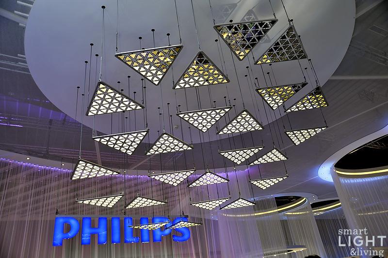 LivingSculpture - Kinetische OLED Installation von Philips