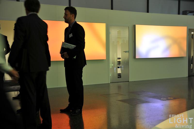 lichtpaneele wand glas pendelleuchte modern. Black Bedroom Furniture Sets. Home Design Ideas