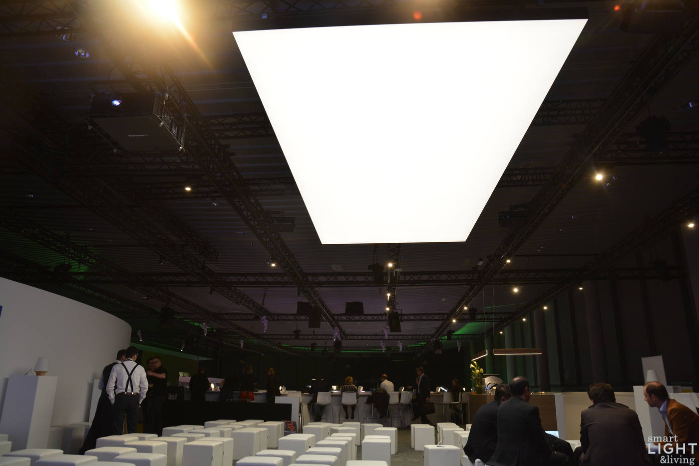 Decke Licht Fotos : Light building philips onespace macht die zimmerdecke zum led
