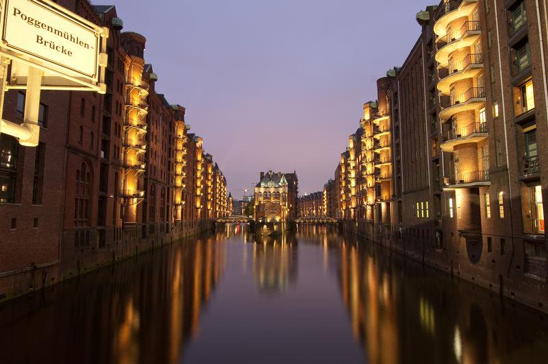 Hamburger Speicherstadt mit Philips LED Beleuchtung