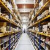 Besseres Licht, geringere Kosten: Axro Lagerhalle leuchtet jetzt mit Maxos LED