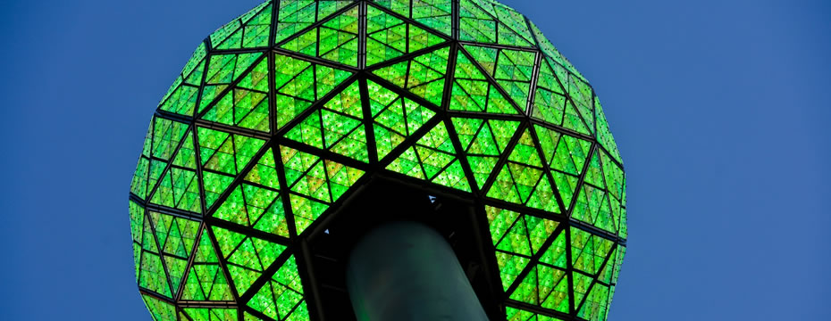 Times Square Ball mit Philips Luxeon LED leuchtete grün während der Climate Week in New York