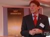 """Prof. Dr. Werner Beta, HAW, beim Pressegespräch zur OLED-Plakat-Aktion """"Next Generation"""" bei Philips"""